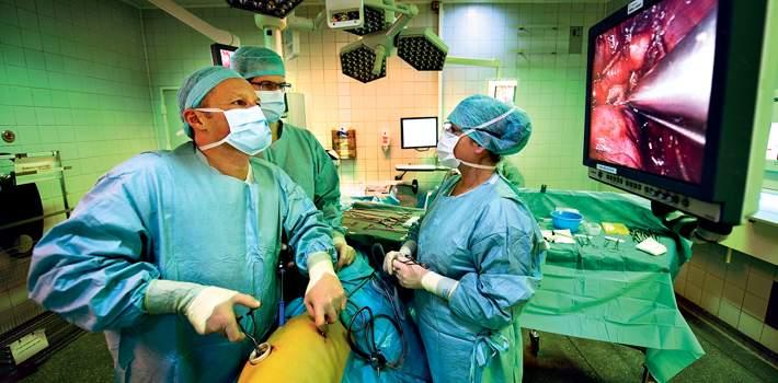 Her fjerner to af verdens førende specialister kræftramt lungelap