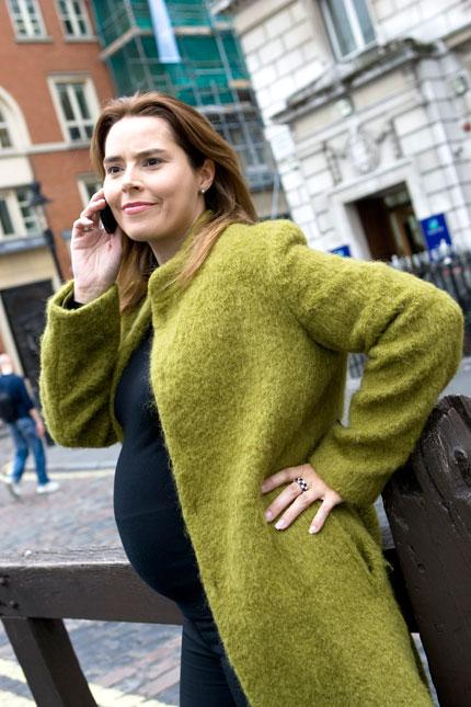Brug af mobiltelefon under svangerskab kan skade barnet