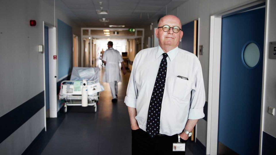 Ledende overlæge på stor medicinsk afdeling siger op