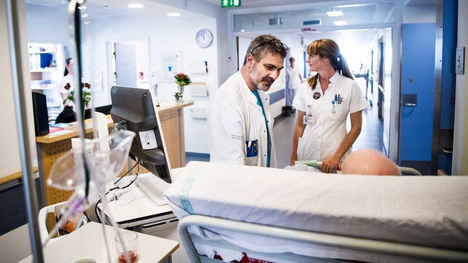 Trods planer og milliarder: Medicinske afdelinger er stadig plaget af overbelægning