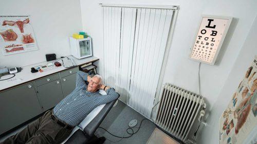 78-årig praksislæge udskød pension for at finde en afløser – nu opgiver han