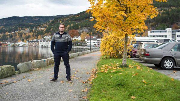 Dansk læge sender 300 røde roser til kritisk norsk journalist