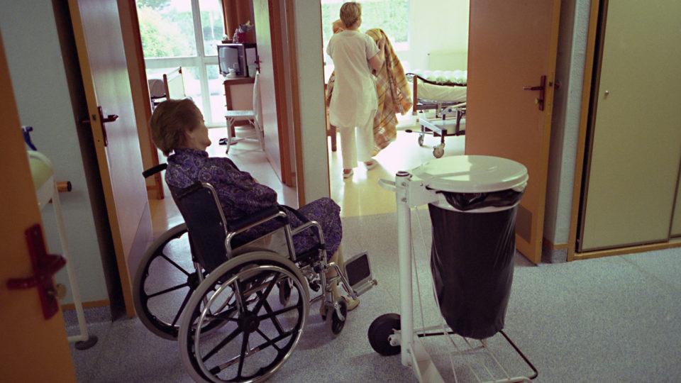 Plejehjem slås fortsat med basale opgaver