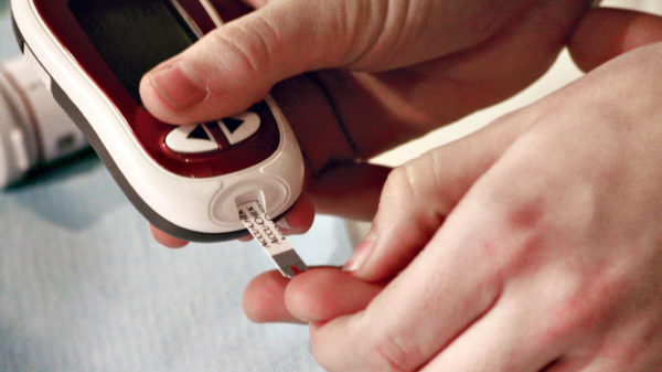 DF vil lade ikke-autoriserede sundhedspersoner måle blodsukker