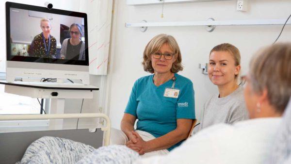 Udskrivningsmøder via video med skrøbelige ældre giver færre genindlæggelser