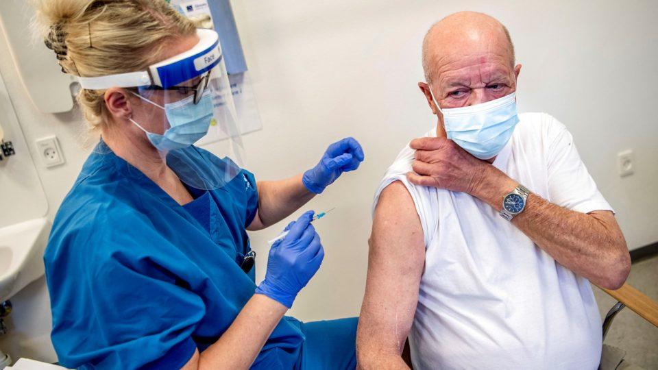 Færre vaccinedoser end ventet skaber forvirring i landets regioner